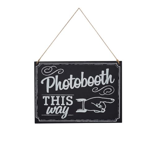 Schild / Wegweiser 'Photo Booth - This way'