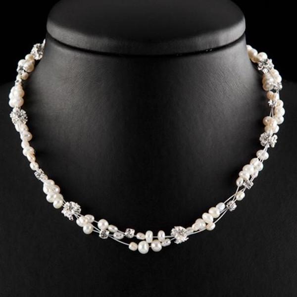 Kette mit Perlen, Strass und kleinen Blüten