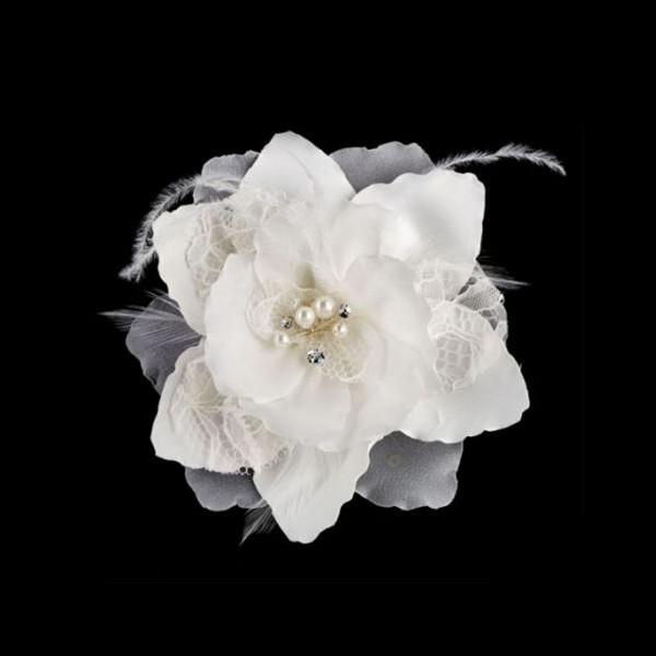 Große Blüte mit Spitze, Perlen, Strass und Federn, creme