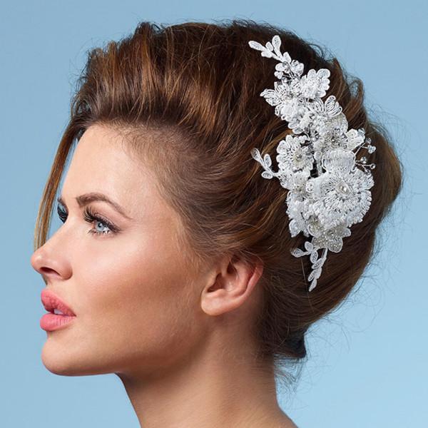 Gesteck Spitzen-Blumen mit Strass & Perlen