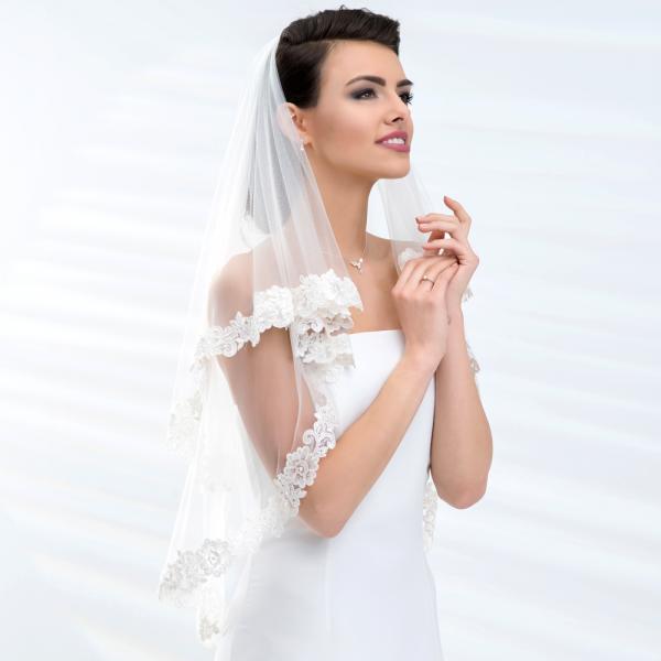 Brautschleier 'Soft' mit Spitzenkante und Pailletten Länge 80 / 60 cm - creme