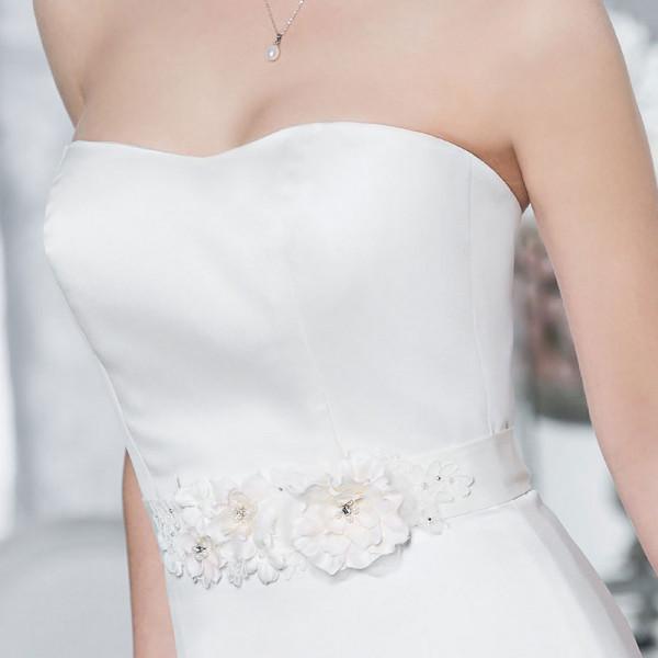 Brautgürtel 'Rose' mit Blüten, Spitze, Perlen & Strasssteinen