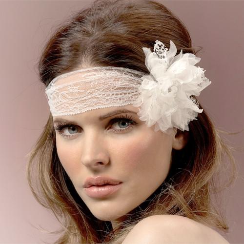 Haarband aus Spitze mit Blüte